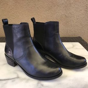♥️UGG Blk Soft Smooth Leather & Croco Booties sz 7
